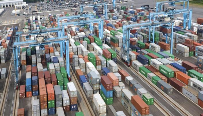 фотография контейнерного терминала