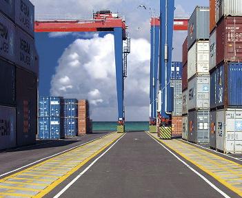 оборудование контейнерных терминалов в порту