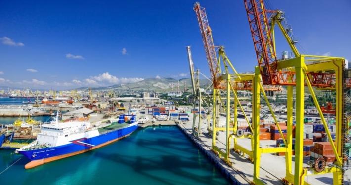 Фотография контейнерного терминала НУТЭП