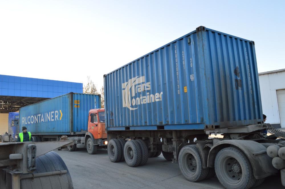 Контейнеры на грузовых автомобилях