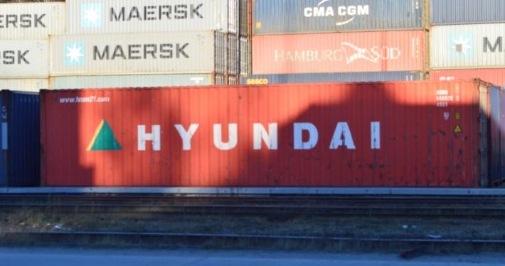Контейнер Hyundai для перевозки груза в Москву
